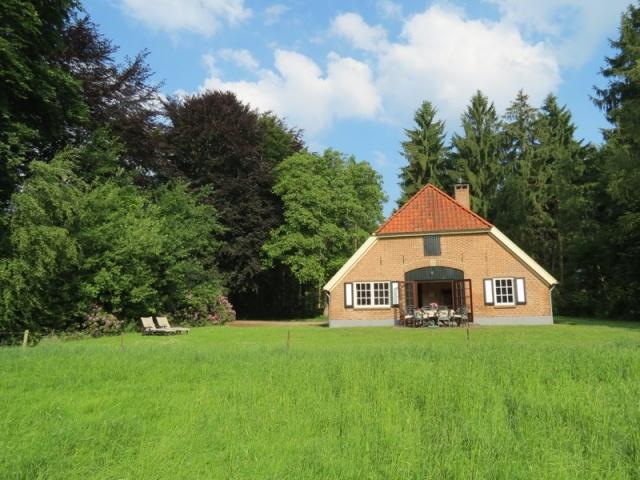 Landgoed Zelle Achterhoek Vakantiehuis 8personen Atilla Luieren In De Tuin